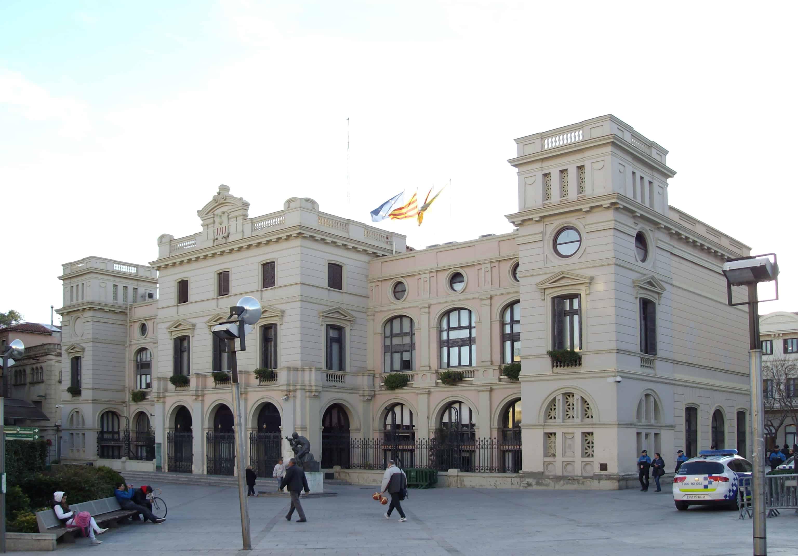 Sabadell y terrassa mobles 2000 for Horario oficinas sabadell