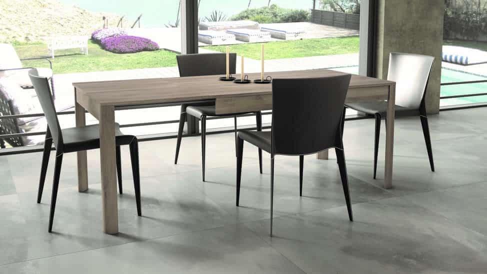 mesas y sillas con alas